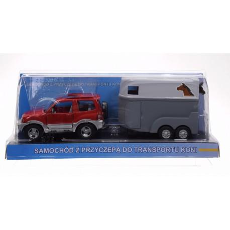 Jeep z przyczepą do transportu koni