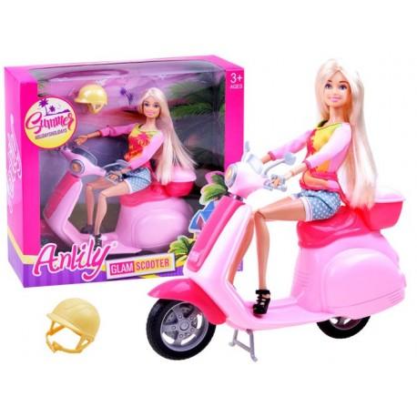 Lalka Anlily na skuterze z kaskiem